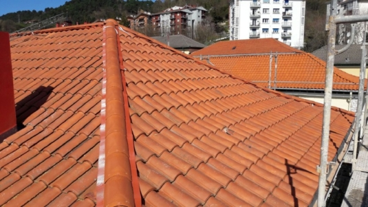 REFORMA CUBIERTA, ESTADO REFORMADO, DANIEL DE CASTELAO 12 Y 14, GUEVARA CONSTRUCCIONES